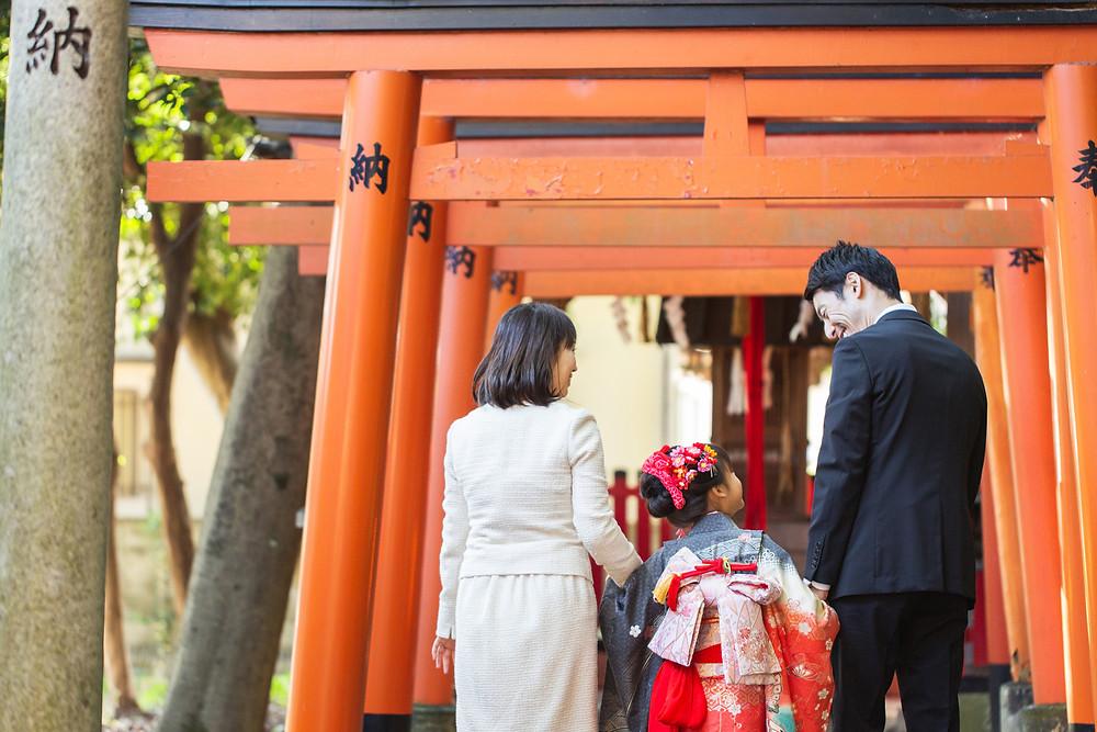 滋賀県草津市の立木神社へ七五三詣りの出張ロケーション撮影を女性カメラマンが写真撮影しました