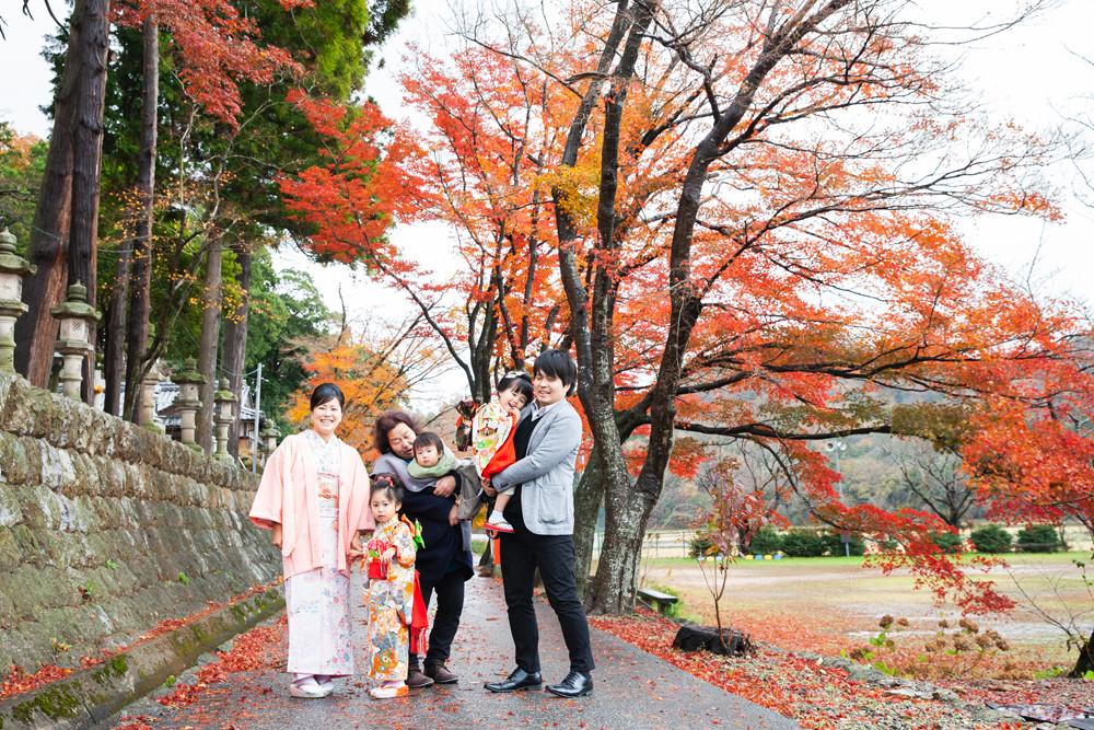 滋賀県長浜市を中心に出張撮影、スタジオ撮影をしています。七五三、お宮参り、結婚、成人、前撮り後撮り、家族の風景を撮影しているカメラマンです。