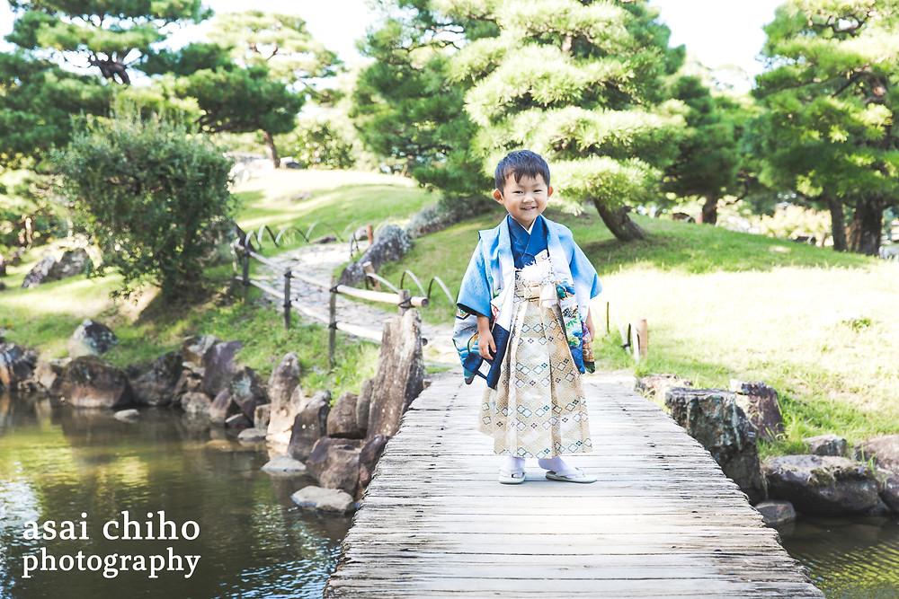滋賀県彦根市の玄宮園で七五三撮影