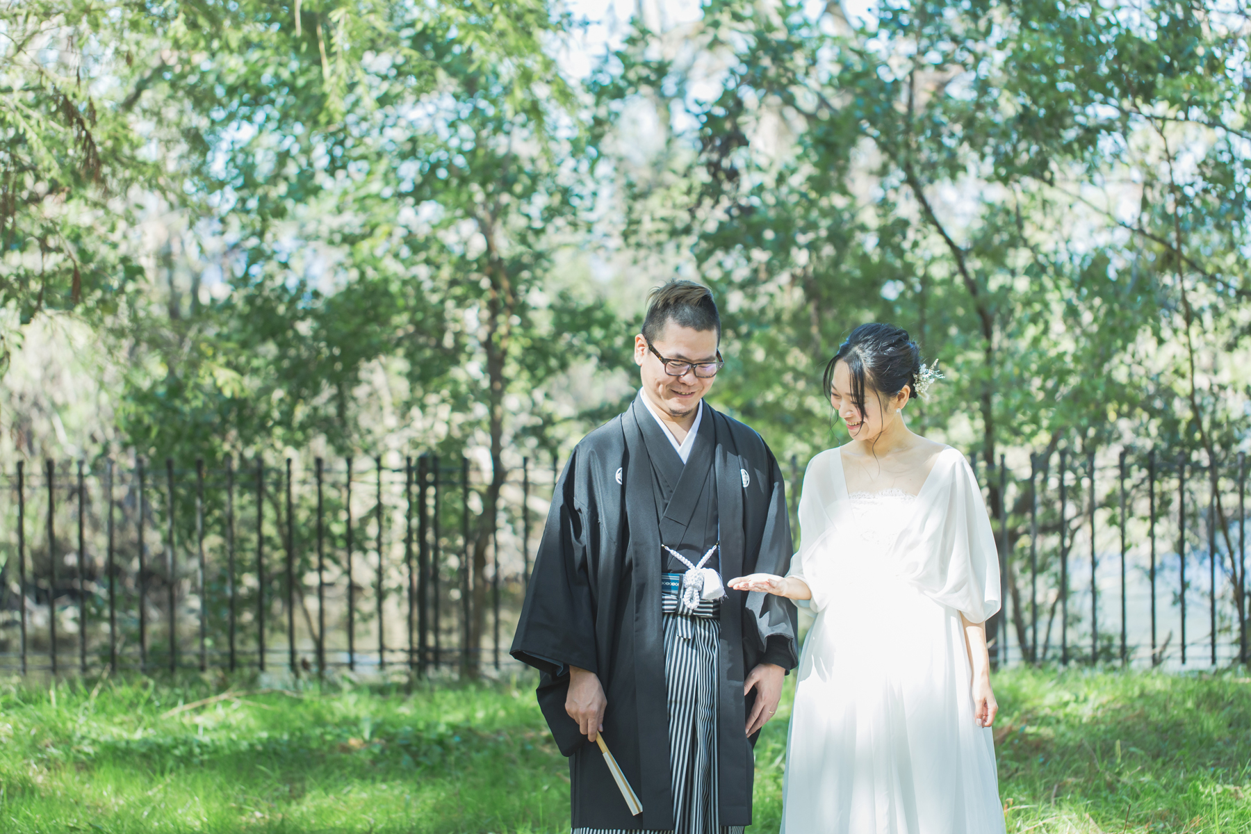 結婚パーティの前にウェディングフォト
