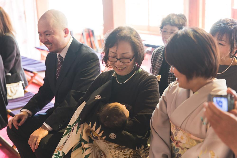 滋賀県長浜市の長浜八幡宮で男の子のお宮参り写真を女性カメラマンが出張撮影しました。