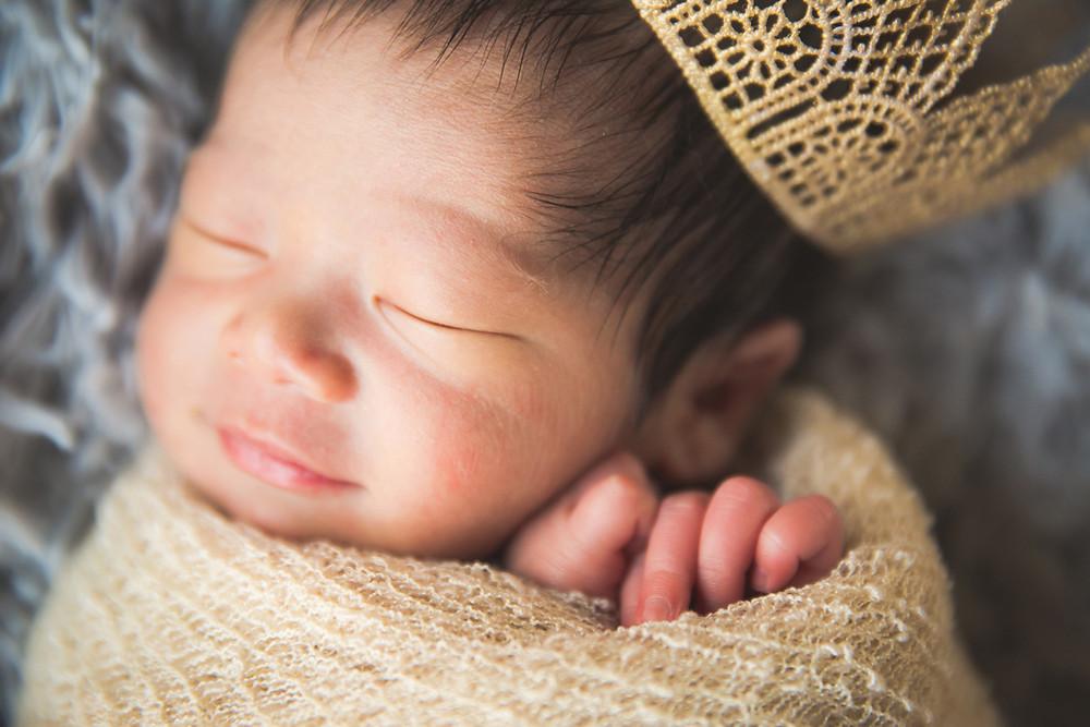 滋賀蒲生郡日野町で男の子のニューボーンフォトをフリーカメラマンが撮影しました