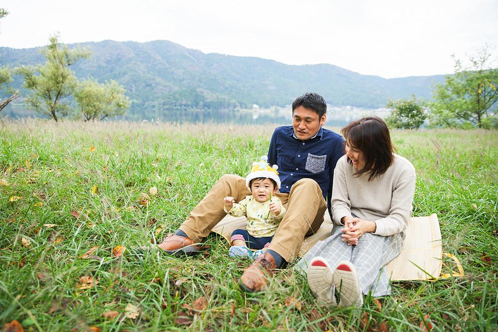 滋賀県長浜市余呉町にある余呉湖で一歳お誕生日記念撮影!