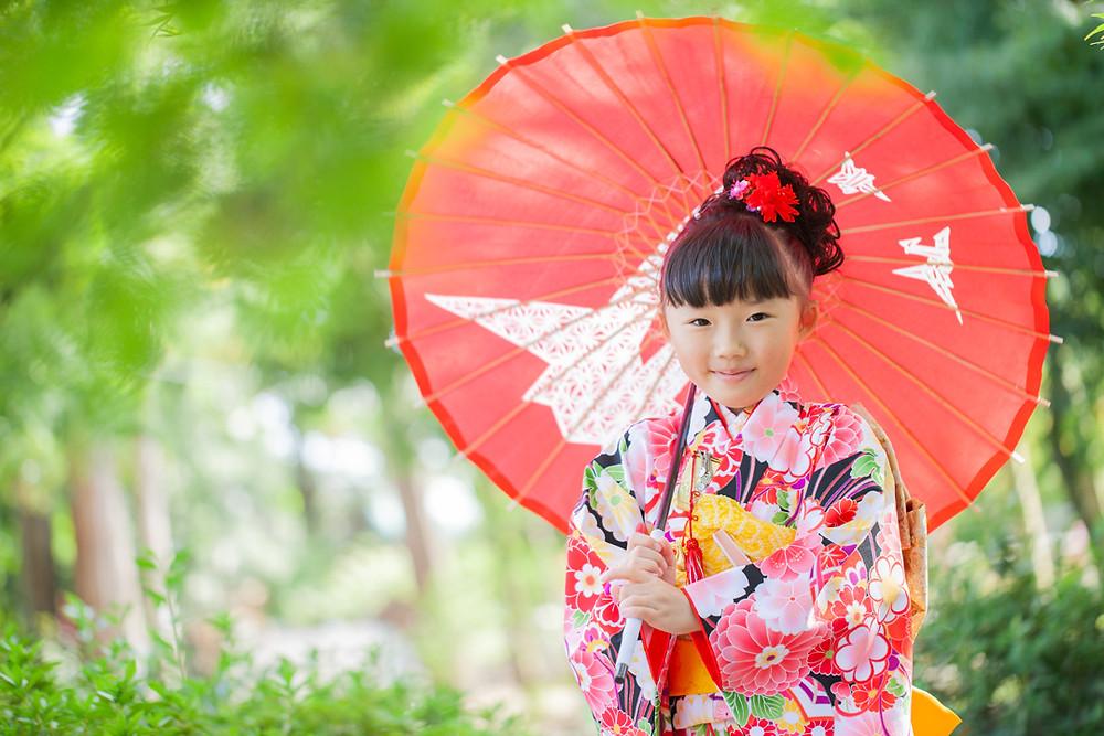 滋賀県犬上郡の多賀大社で七歳女の子と五歳男の子の七五三お参り、同行撮影