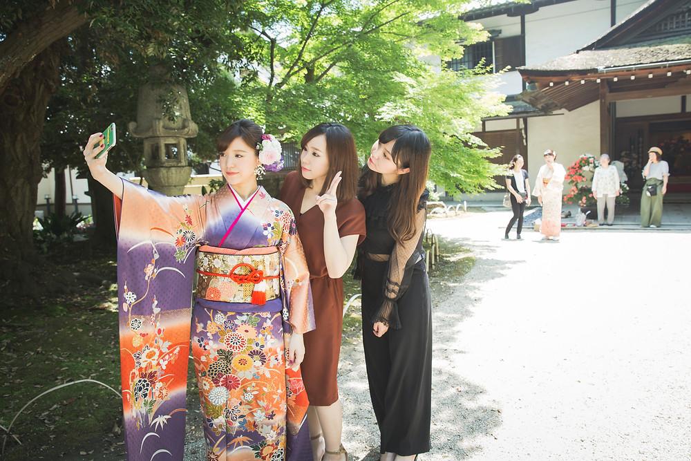 滋賀県長浜市にある慶雲館で成人前撮り写真を女性カメラマンが撮影しました