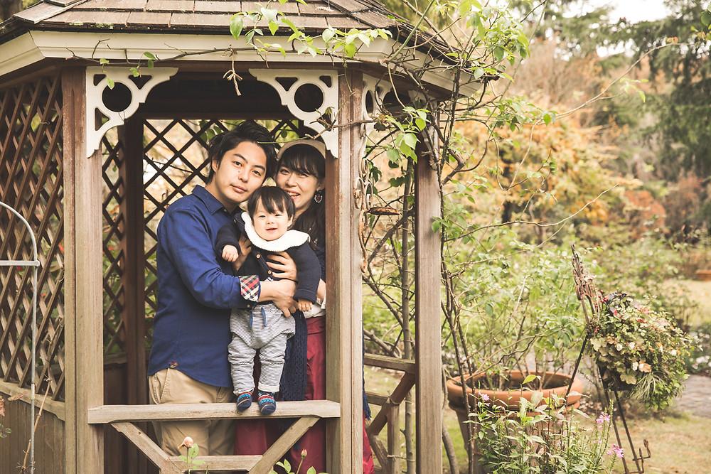 滋賀県米原市のローザンベリー多和田でフリーカメラマンがファーストバースデーフォトとファミリーフォトを撮影しました