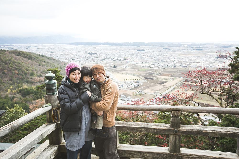 滋賀県東近江市のご自宅と太郎坊宮でマタニティフォト撮影