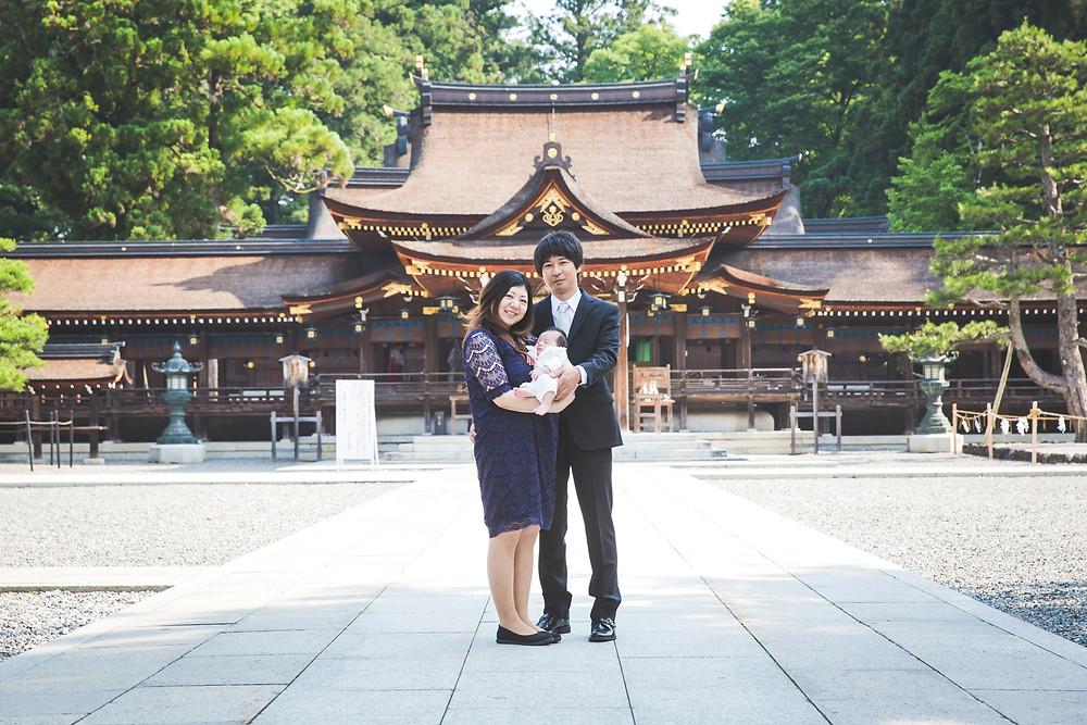 滋賀県犬上郡の多賀大社でお宮参りの撮影をフリーカメラマンがしました