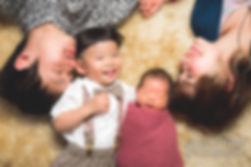 滋賀県長浜市を中心に新生児フォト、ニューボーンフォトの撮影をしているカメラマンです