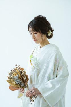 滋賀県長浜市のフォトスタジオにて、白無垢姿で結婚前撮り撮影