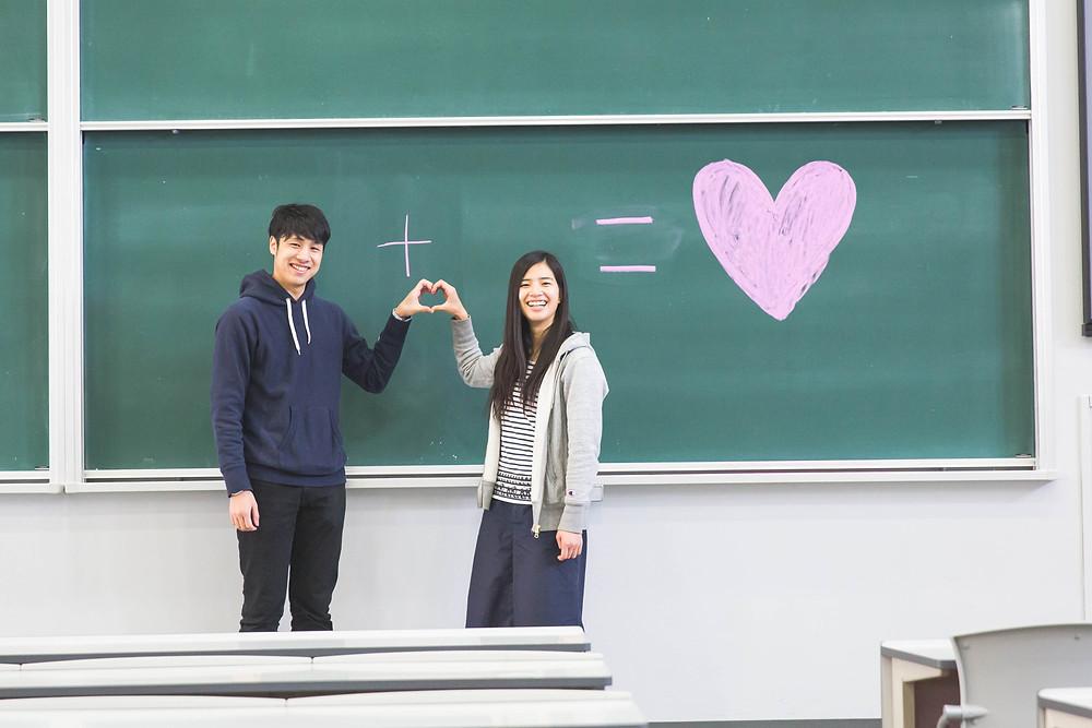 滋賀県草津市の立命館大学でエンゲージメントフォトをフリーカメラマンが撮影しました