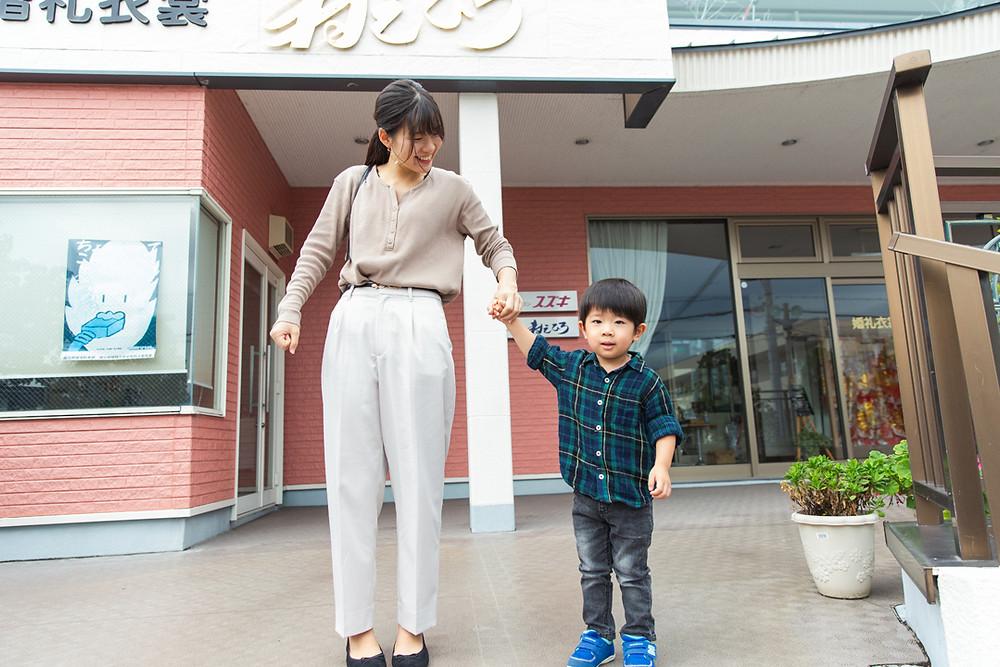 滋賀県長浜市の長浜八幡宮で七五三とお宮参り撮影。まずは長浜市の七五三・子供衣装屋さん「寿えひろ」さんでお支度風景撮影!