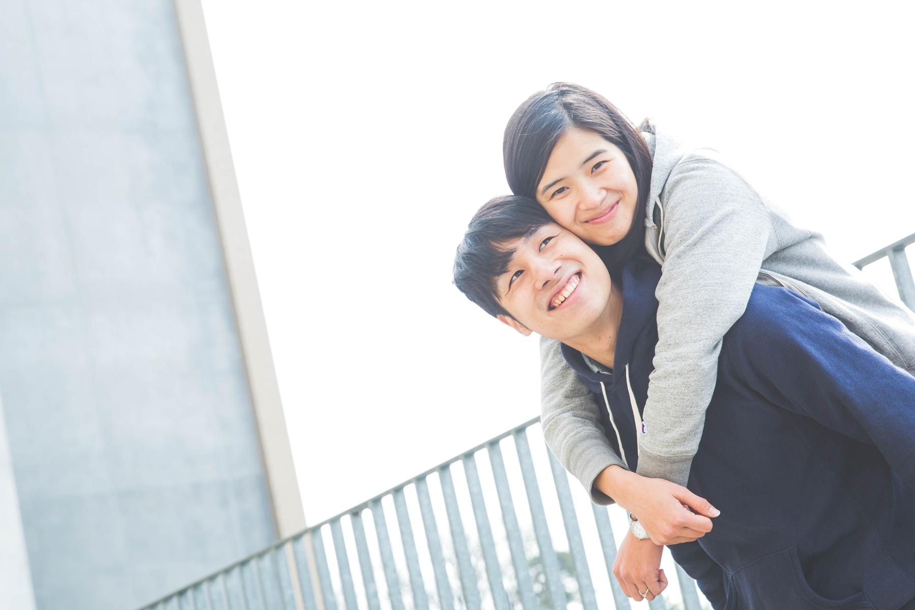 滋賀県草津市の立命館大学でエンゲージメントフォトをフリーカメラマンが撮影