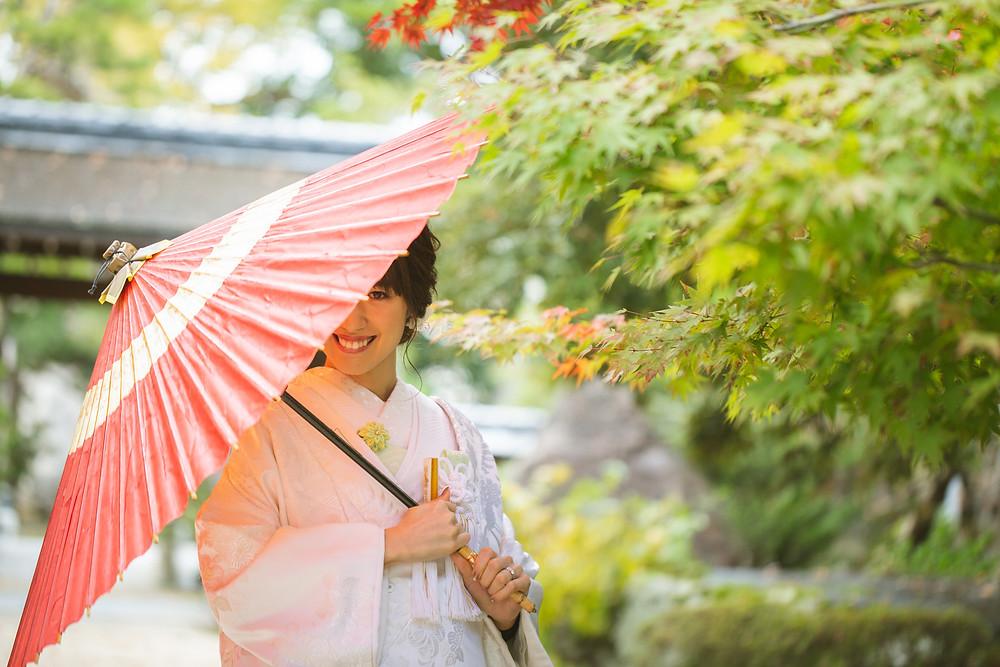 滋賀県長浜市の貸衣装店「寿えひろ」さんでのお支度風景から、長浜鉄道スクエア、慶雲館と出張撮影を女性カメラマンが写真撮影しました