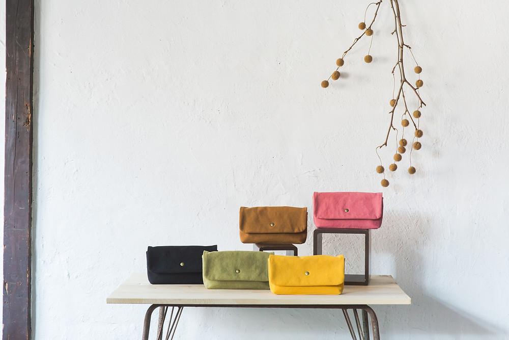滋賀県高島市の高島8号帆布「富士金梅」を使用した帆布鞄を手作りしているnicca様の商品撮影