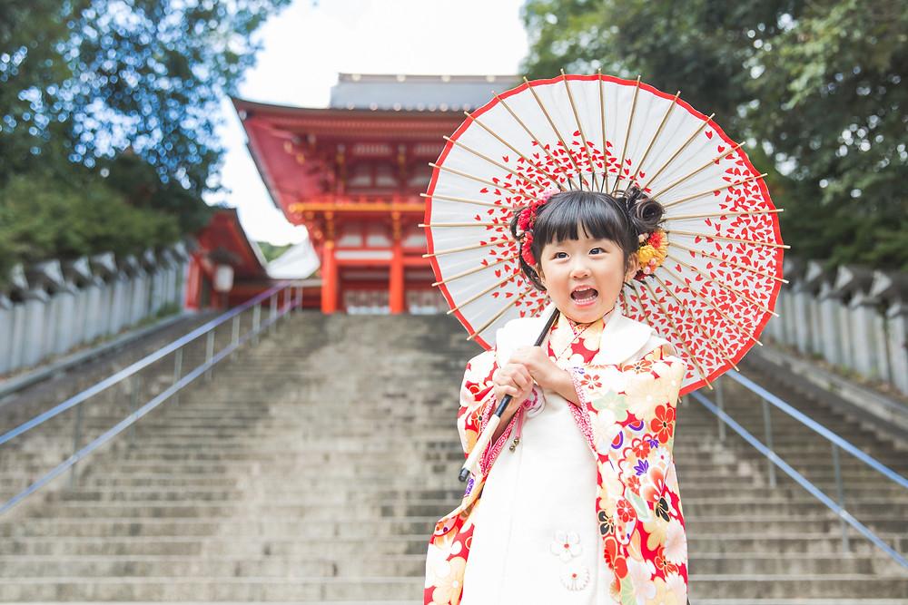 滋賀県東近江市の近江神宮で七五三お支度風景から撮影です