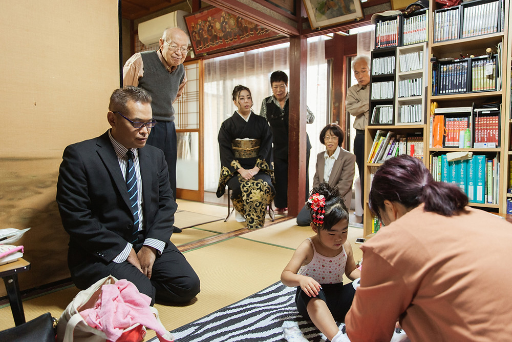 滋賀県長浜市木本町の意富布良神社で七五三同行撮影。まずはご自宅でお支度風景の撮影です!