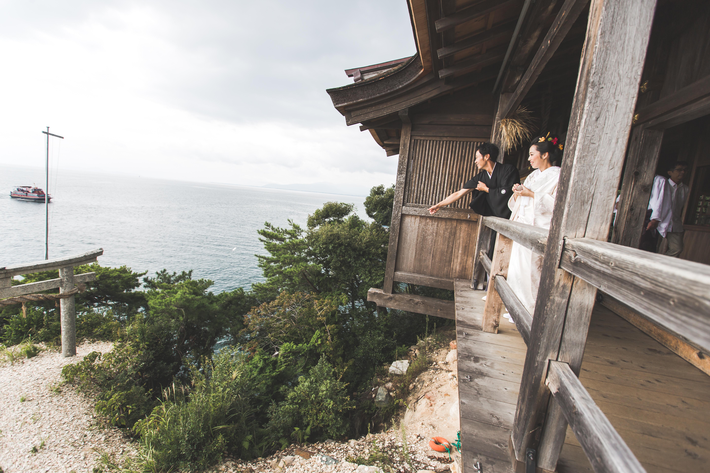 滋賀県の竹生島にある竹生島神社での結婚式撮影