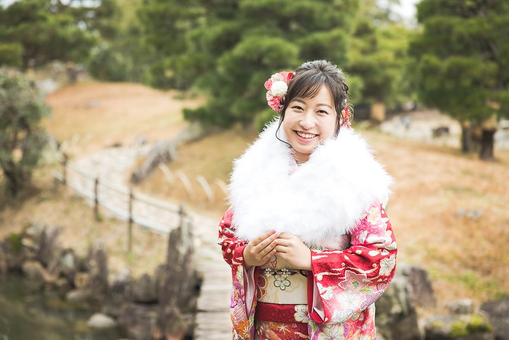 滋賀県彦根市の玄宮園で成人前撮りをフリーカメラマンが撮影しました