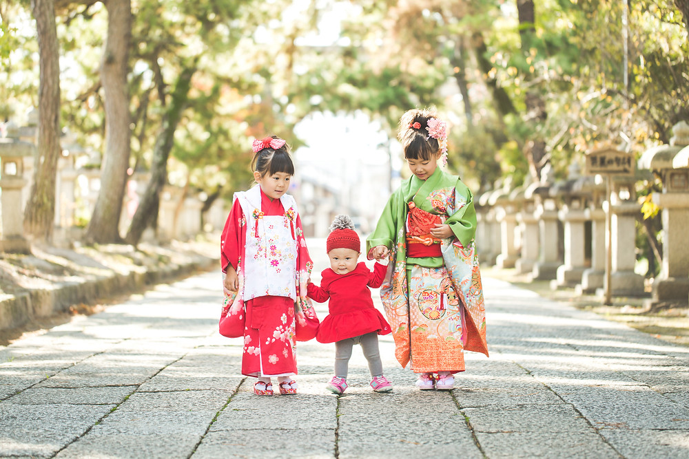 滋賀県長浜市の八幡さんで女性カメラマンが七五三の出張撮影をしました