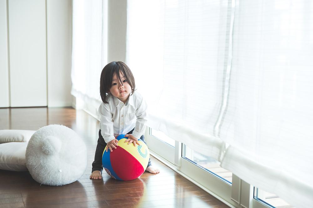 滋賀県彦根市のご自宅で2歳の男の子の誕生日記念撮影をしました。