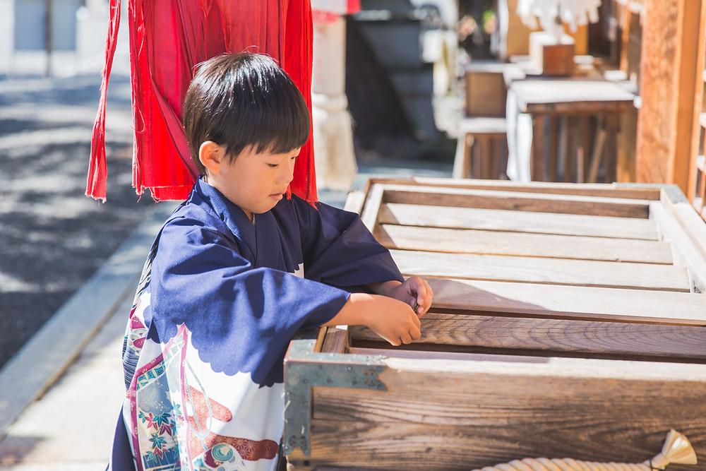 滋賀県長浜市の長浜八幡宮で女性カメラマンが七五三出張撮影
