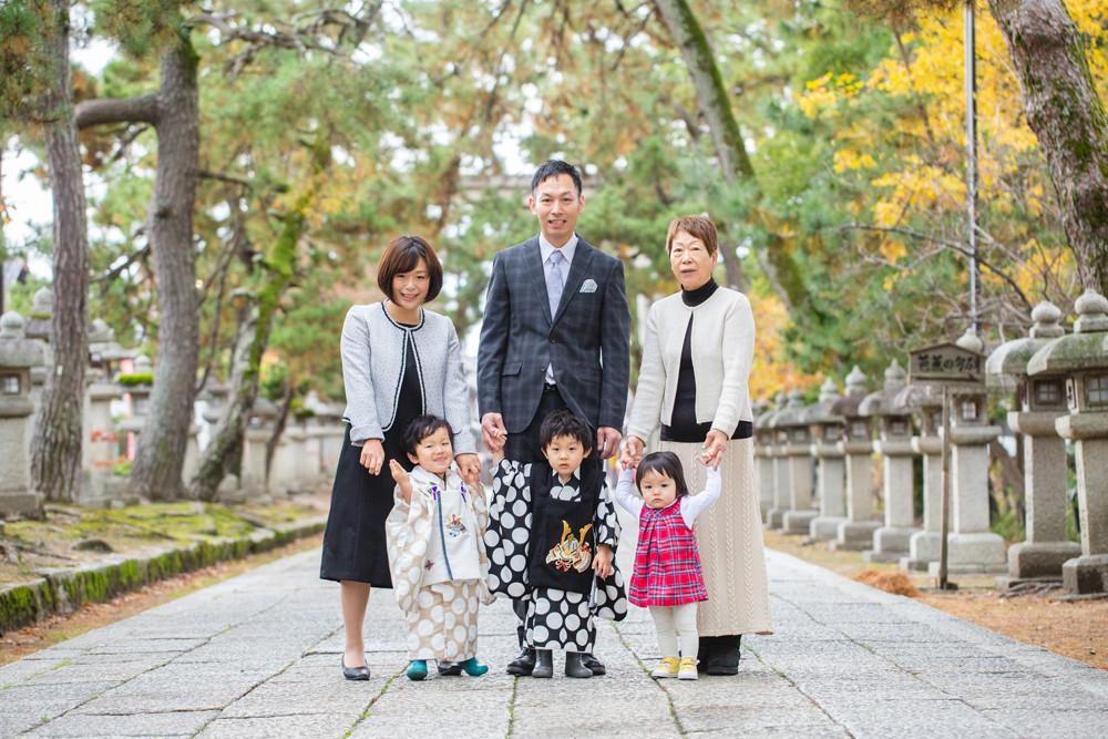 滋賀県長浜市の長浜八幡宮とフォトスタジオ「ジャム浅井フォトスタヂオ」で双子ちゃんの七五三記念写真撮影。女性カメラマンがお宮参りや七五三、成人前撮り後撮り、ウェディングフォト撮影などをしています。