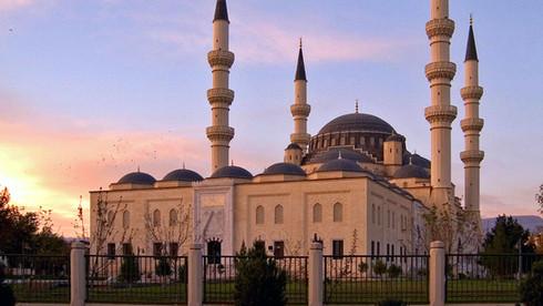 turkmenistan-mosque-ashgabat.jpg