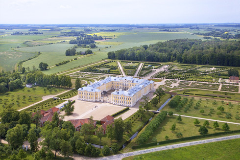 Rundale Palace 2.jpg
