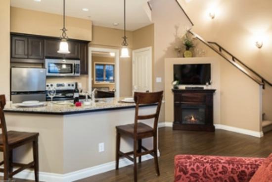 King Executive Suite Kitchen