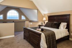 King Executive Suite Upper Loft Bed & Ba