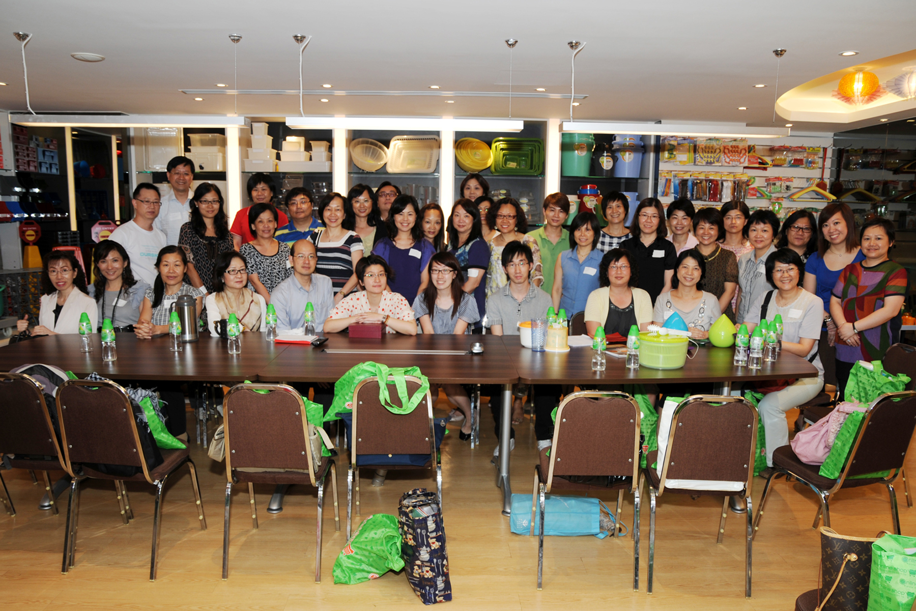 2011 Aug - 政府部门人员参观工厂