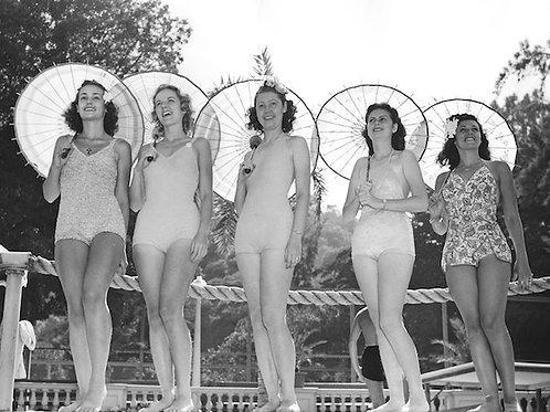 Bathing Beauty Vintage Photo No. 003