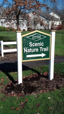 Greenbriar trail sign