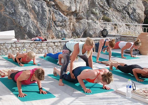 Bedriftsyoga hos din bedrift ellr hos Ren Yoga med Yogainstruktør Mette Grøsland
