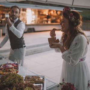 ... et nous avons récupéré les fameux petits pots La Laitière pour en faire  des photophores que nous avons laissés au lieu pour leurs prochains mariages . e85cdb0fe50f