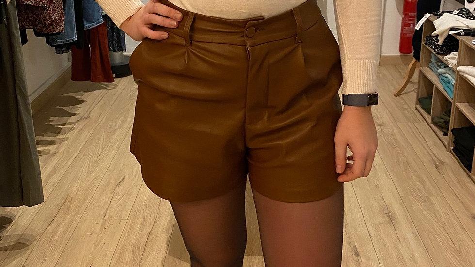 Short en simili cuir