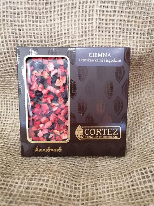 Zarte Schokolade mit Erdbeeren und Blaubeeren