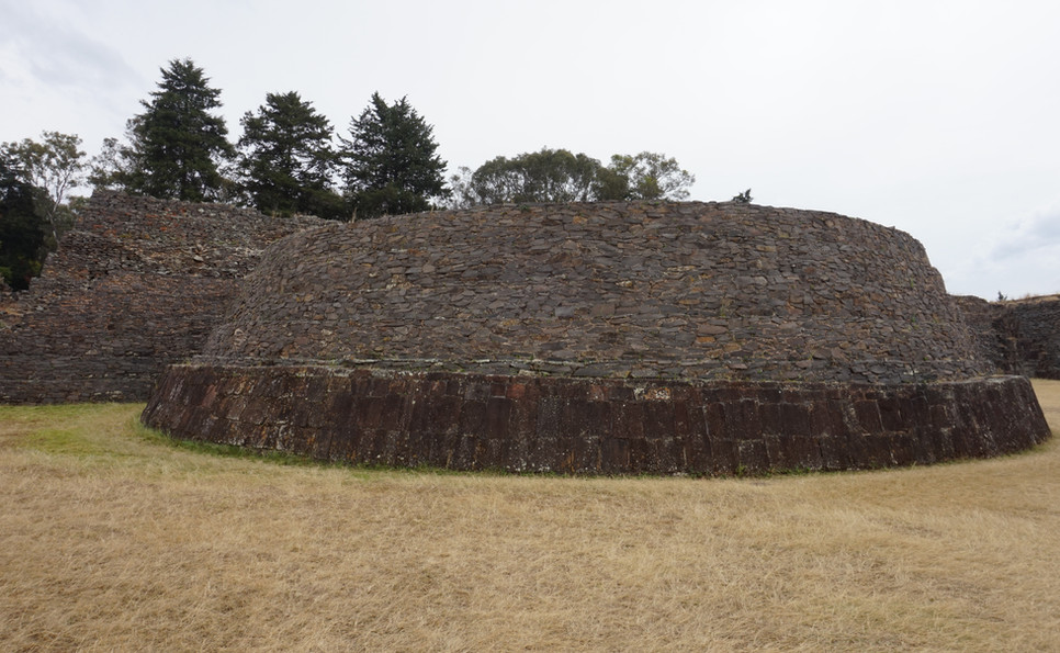 Tzintzuntzan pyramide.JPG
