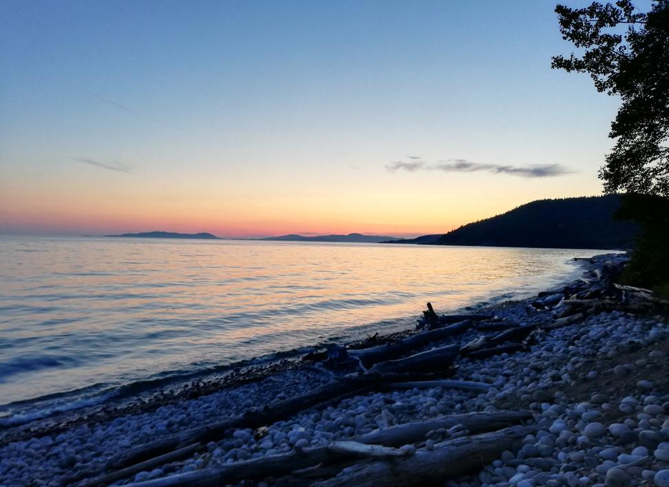 Pebble_beach_(lac_supérieur).jpg