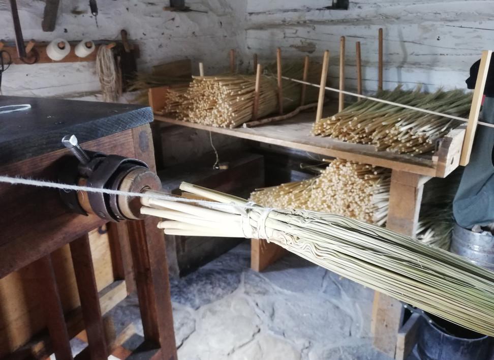 Fabrication de balai.jpg