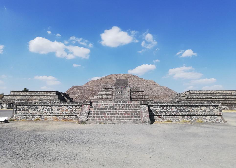 Pyramide de la lune.jpg