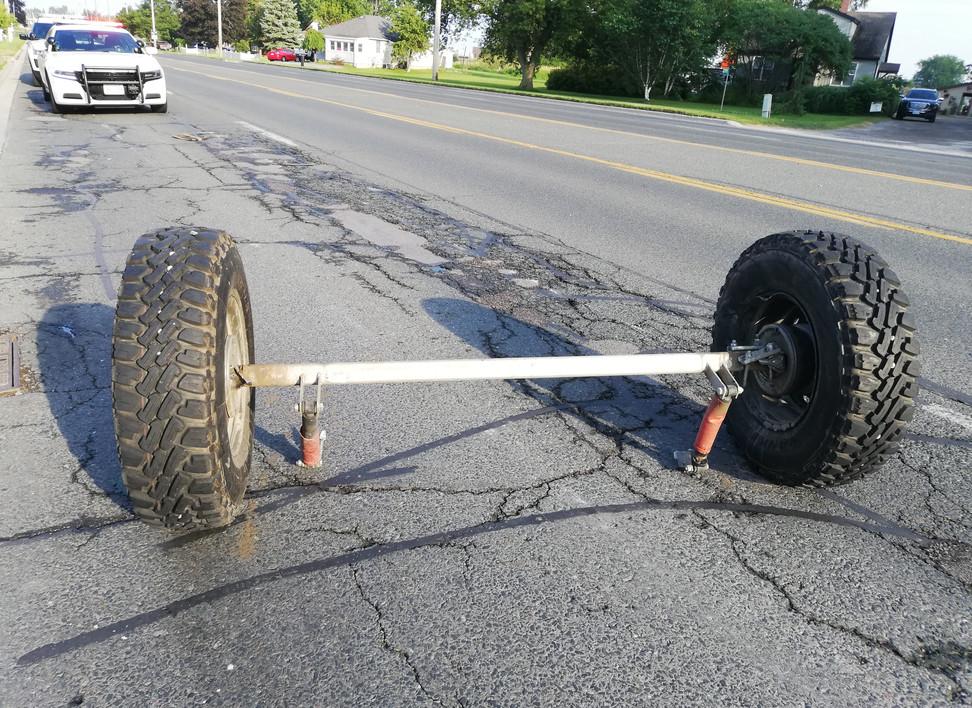Axe de roue remorque.jpg
