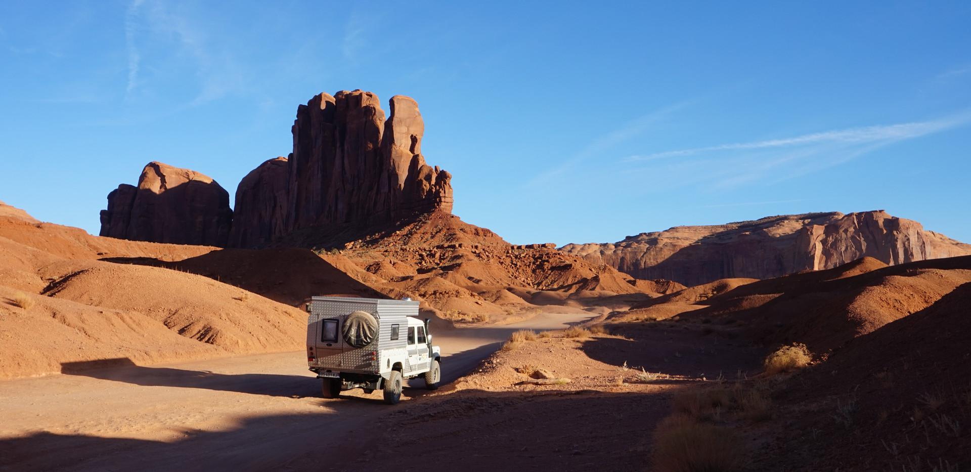 Piste sur Monument Valley.JPG