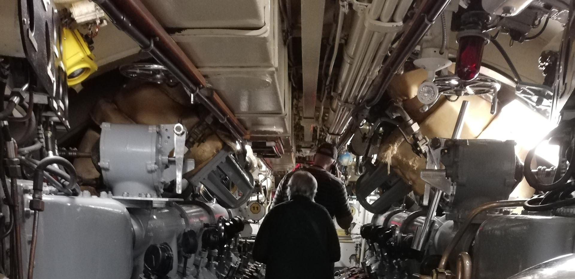 Machinerie sous marin.jpg
