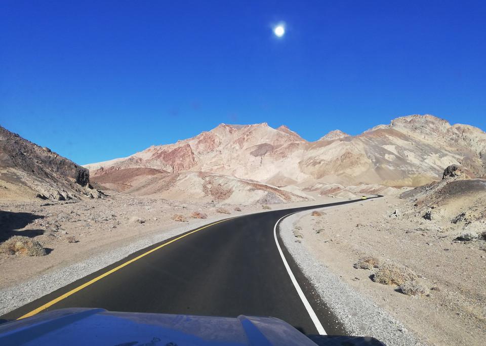 contraste_entre_route_et_désert.jpg