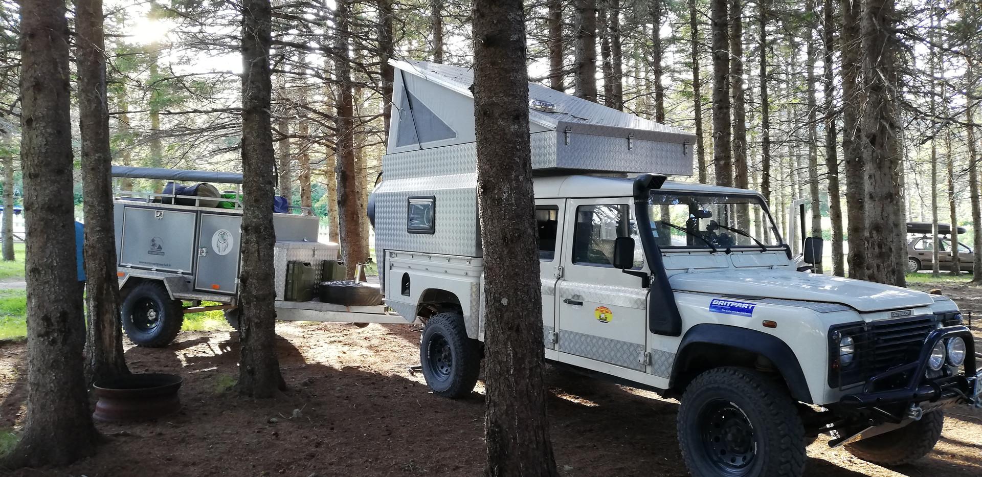 Campement entre les arbres.jpg