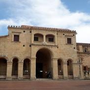 1. katedrálu na území Ameriky najdete v Santo Domingo