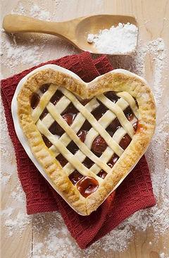 freshly-baked-cherry-pie%2C2054774_edite
