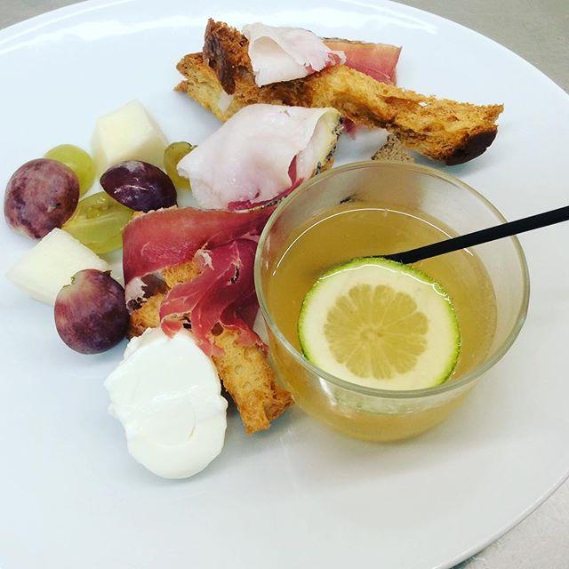 Benvenuto a Podere il Fornacino!_Last night's little welcome aperitivo_ #mojito with fresh #mint  fr